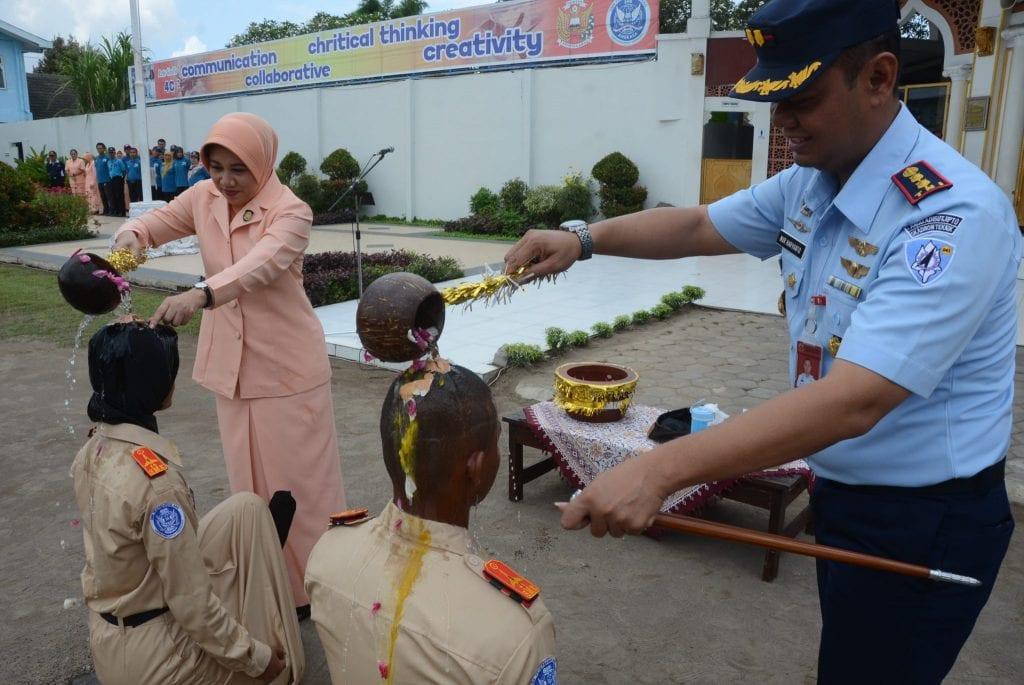 Ketua Yasarini Cabang Lanud Adisutjipto Tutup The Airmanship Building SMK Penerbangan AAG