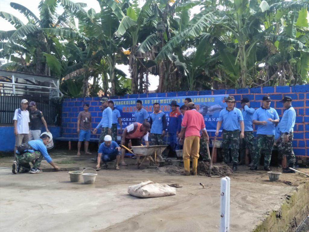 Karya Bakti TNI, Lanud Smh Gotong Royong Bersama Warga Sukodadi