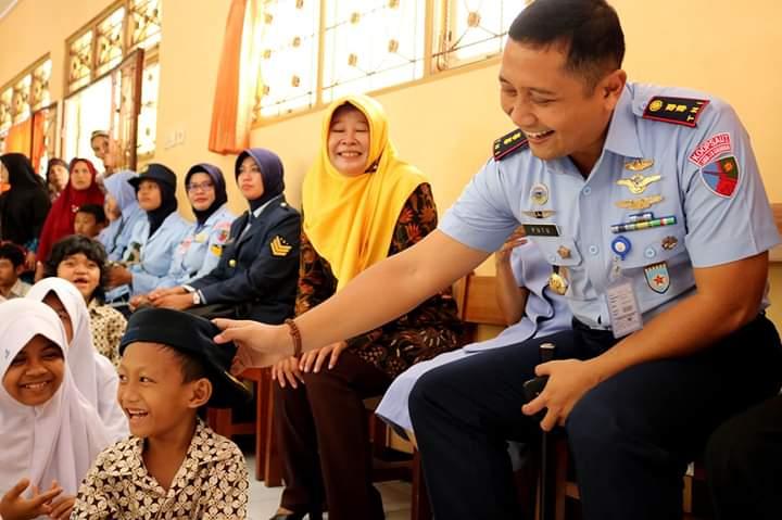 Peringati Hari Disabilitas Internasional 2018, Lanud J.B. Soedirman Kunjungi SLB Negeri Purbalingga