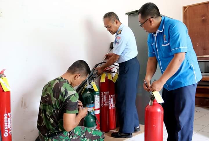 Lanud J.B. Soedirman Lakukan Pemeriksaan Alpeka dan Latihan Pemadam Kebakaran Menggunaan Apar