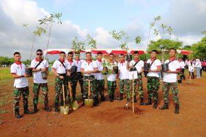 Menanam Pohon di Sekitar Bandara El Tari Kupang