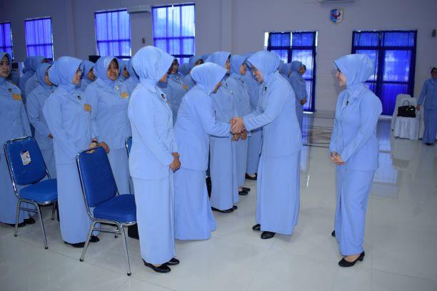 Ketua PIA Ardhya Garini Gabungan II Kodiklatau Berikan Pembekalan Kepada Istri Siswa Setukpa A-21
