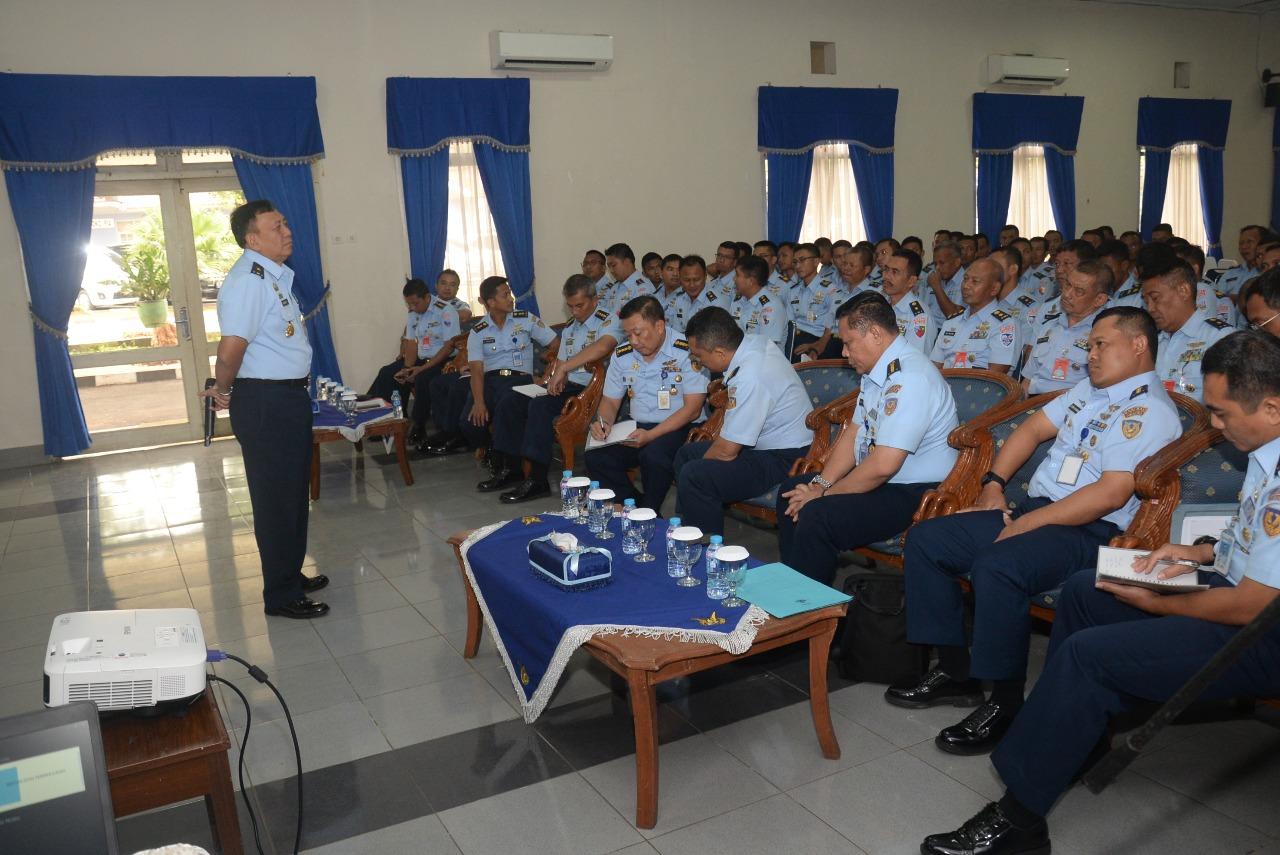 Perwira Teknik dan Avionik Lanud Halim P. Ikuti Pembekalan Manajemen Pemeliharaan dan Lambangja
