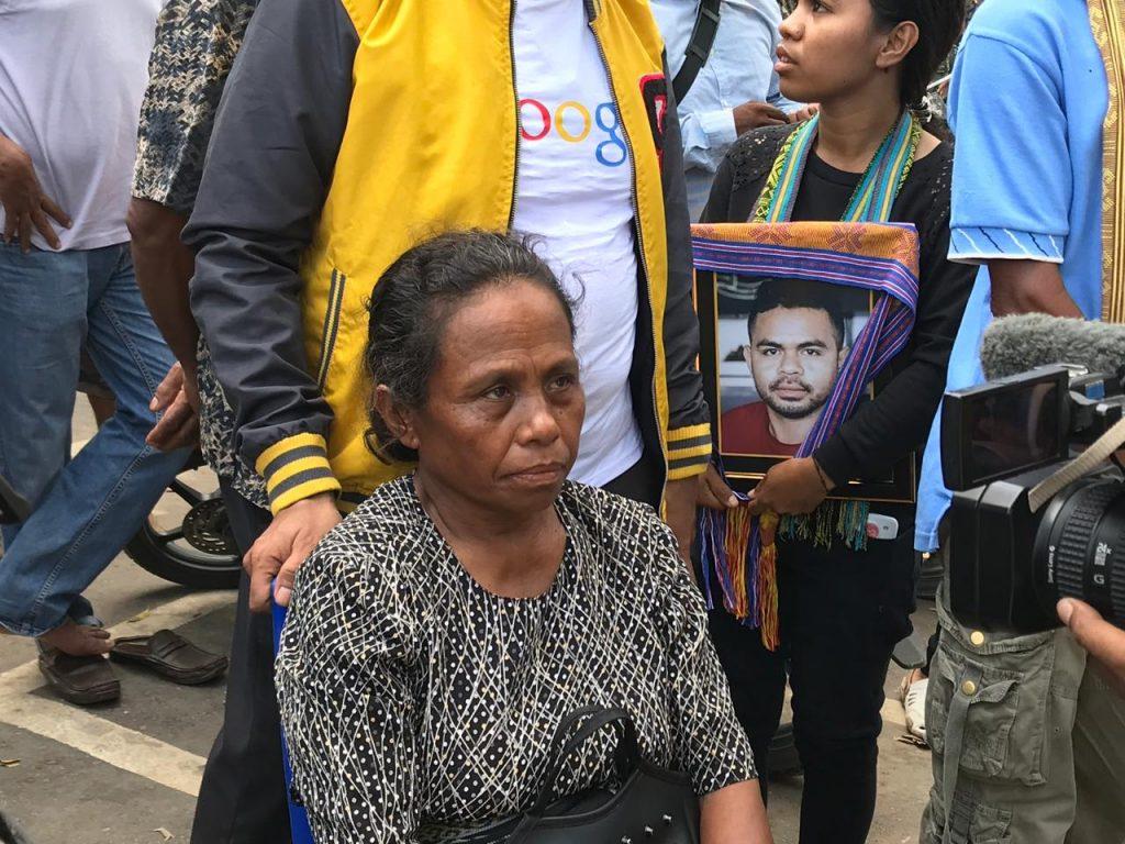 Jenazah Korban Pembunuhan di Papua Asal Ntt Tiba di Bandara El Tari Kupang