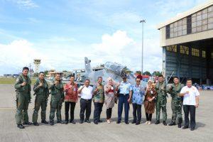 Penyandang Disabilitas Padang Kagumi Pesawat Hawk 100/200