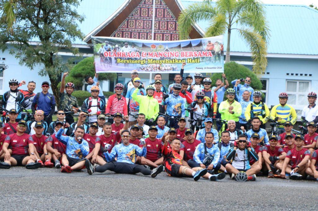 Olahraga Bersama TNI - POLRI Bersinergi Menyehatkan Hati di Lanud Sutan Sjahrir