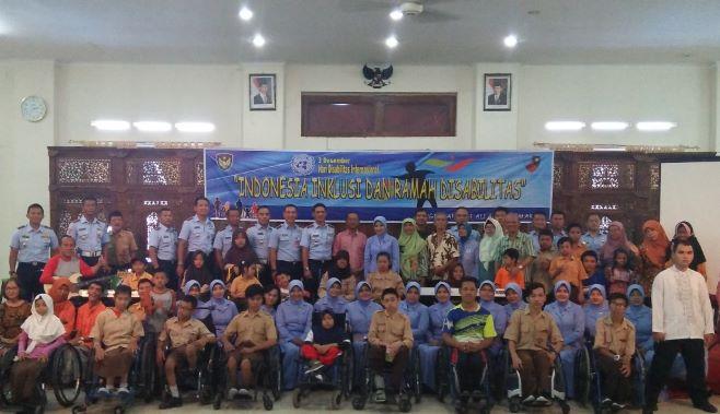 Peringati Hari Disabilitas, Danlanud Smo Kunjungi YPAC Surakarta