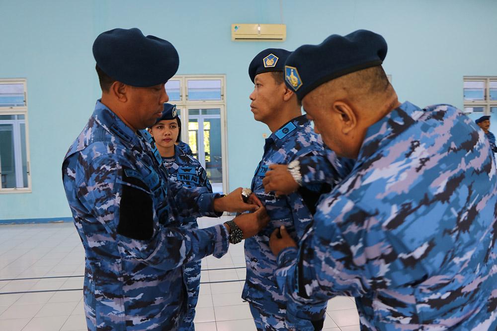 Danwingdikum Tutup Kursus Intensif Bahasa Inggris Angkatan 69 di Sesa Lanud Iswahjudi