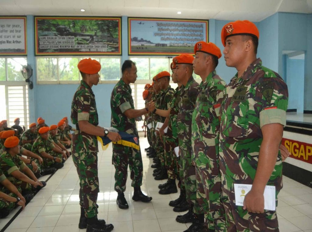 Danyonko 461 Paskhas Berikan Reward kepada Prajurit Berprestasi
