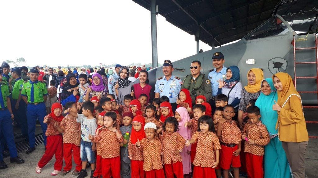 Ribuan Pelajar Kunjungi Lanud Soewondo