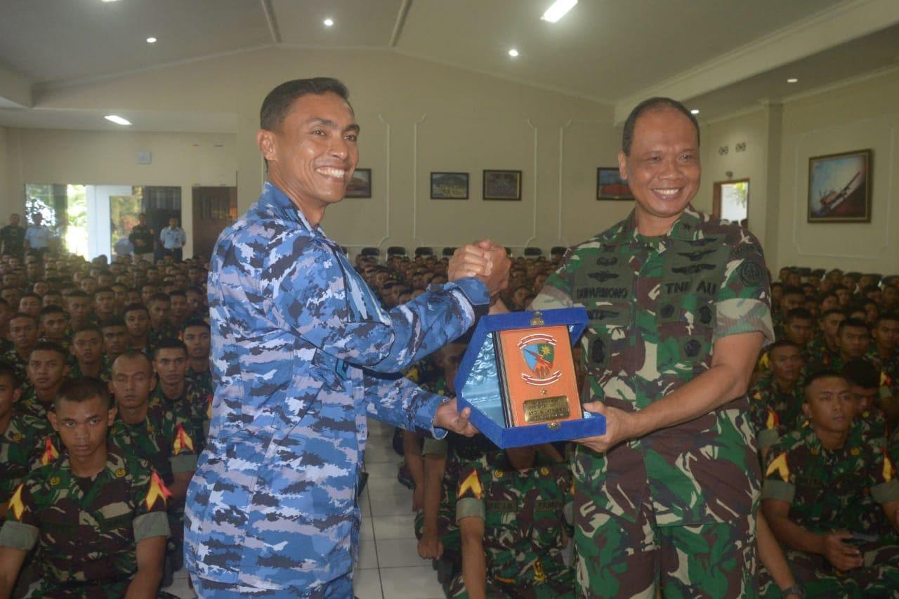 Latihan Bhinneka Eka Bhakti, 519 Taruna-Taruni Akademi TNI Kunjungi Lanud Abd Saleh