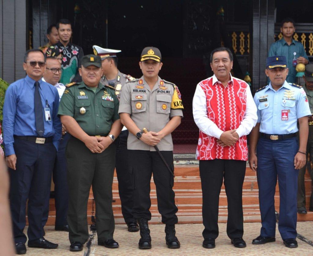 Danlanud Sjamsudin Noor Sambut Piala Adipura Kota Banjarbaru