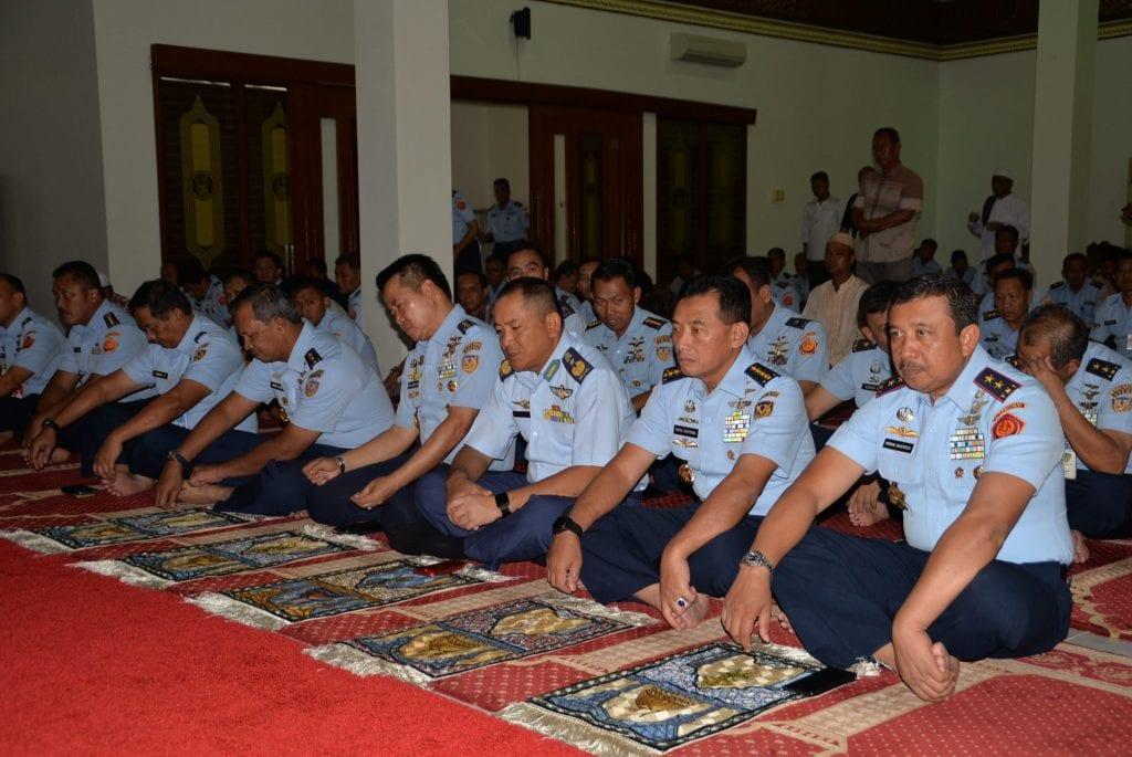 Kasau TUDB Sholat Jumat di Masjid Baiturrahman Makohanudnas