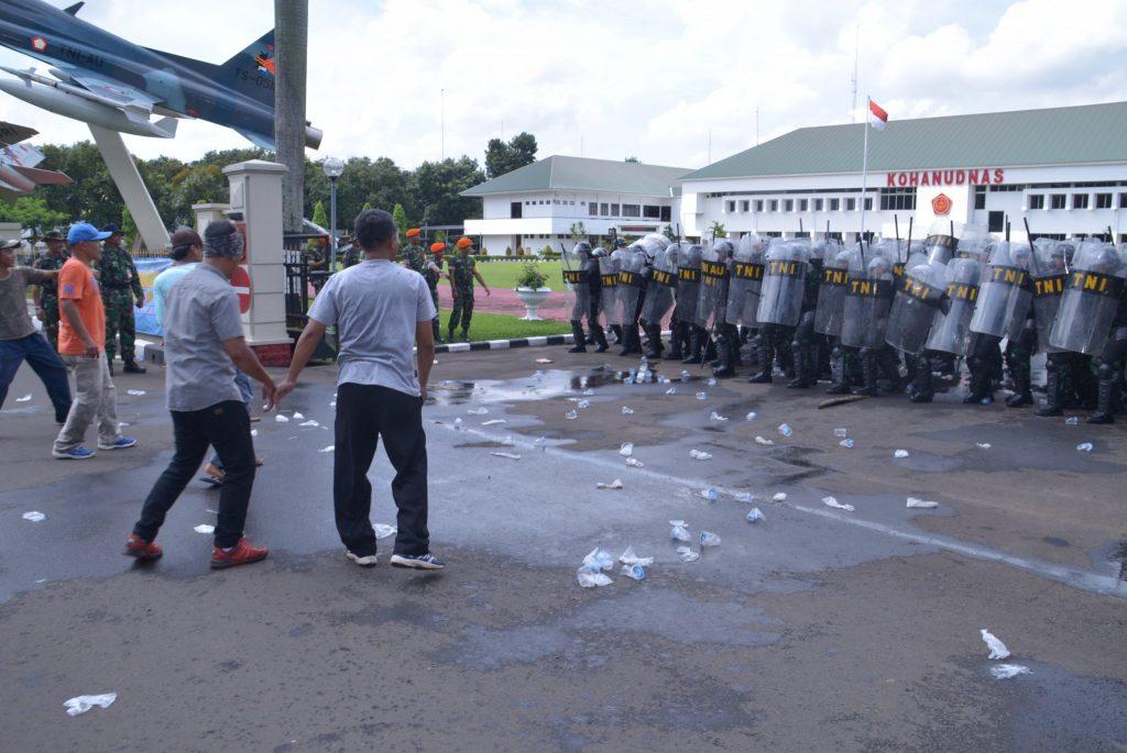 Drill Penanggulangan Huru-Hara dalam Latihan Pengamanan Pemilu di Makohanudnas