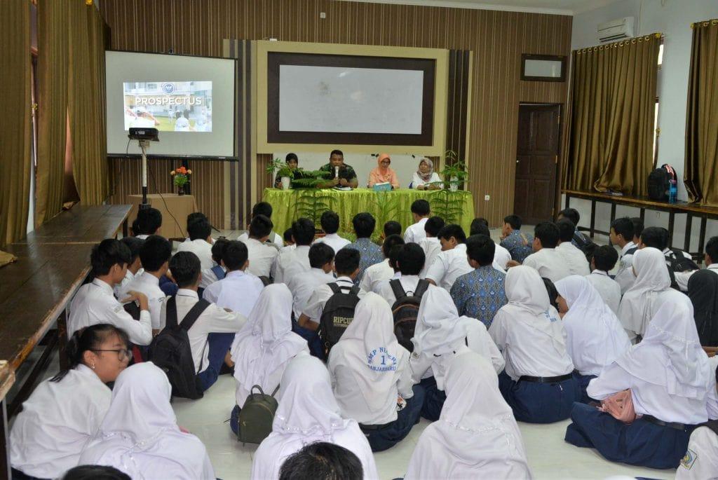 Lanud Sjamsudin Noor Sosialisasikan SMA Pradita Dirgantara di SMPN 1 Kota Banjarbaru