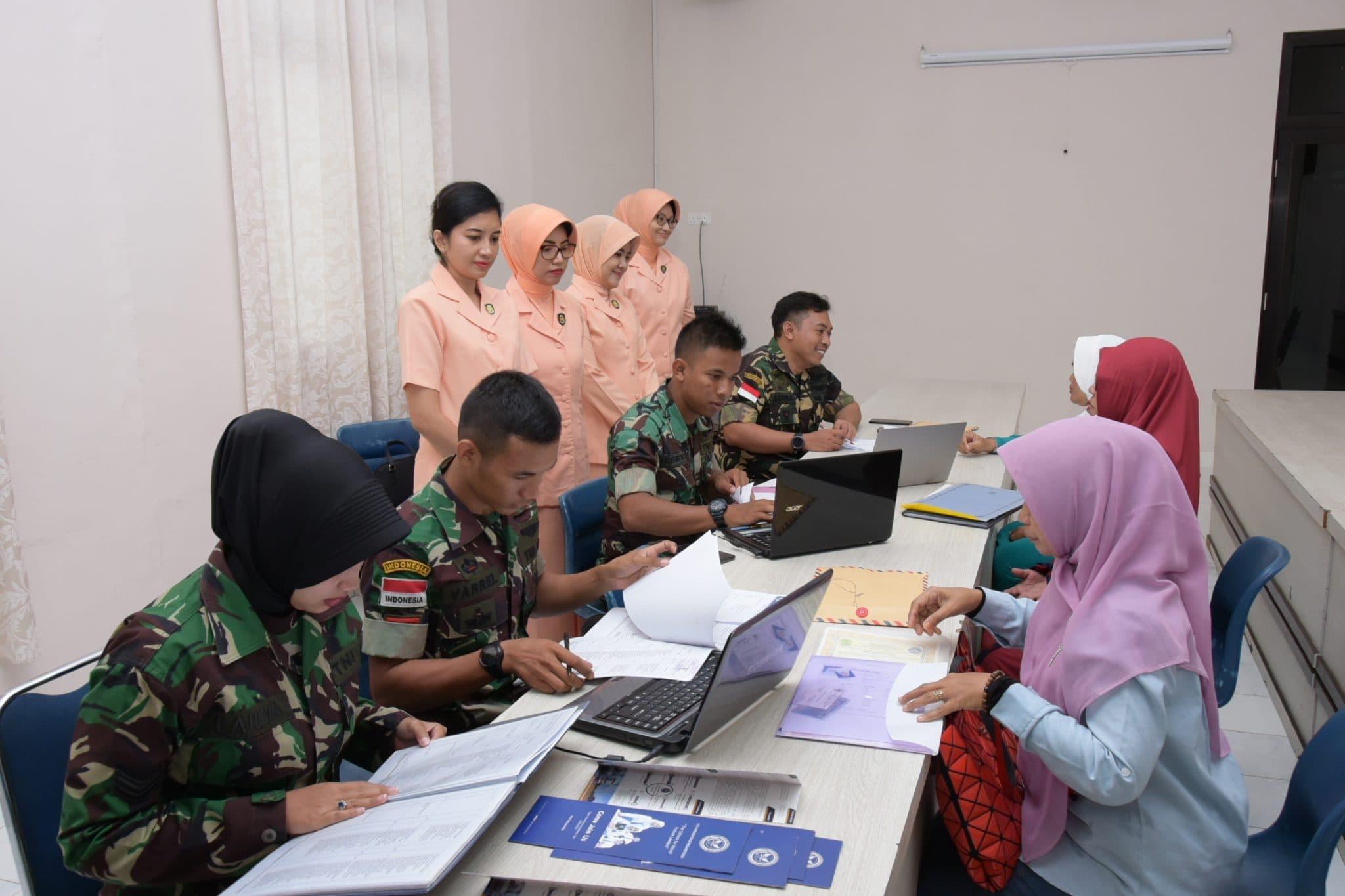 Yasarini Cabang Lanud Raja Haji Fisabilillah dan Dinas Personel Melaksanakan Verifikasi Pendaftaran SMA Pradita Dirgantara