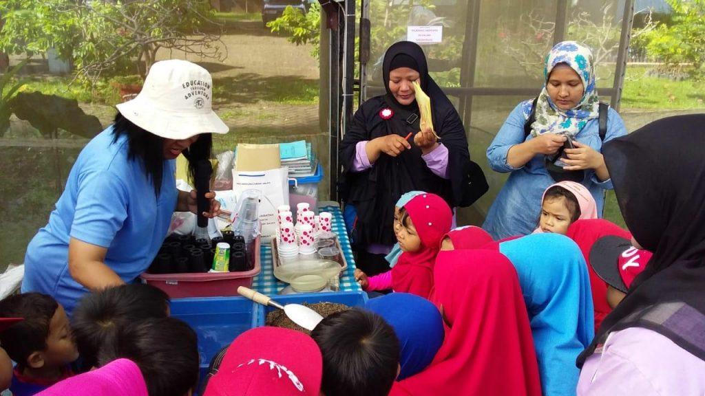 TK Al Madani Pakis Malang Kunjungi Green House Angkasa Lanud Abd Saleh
