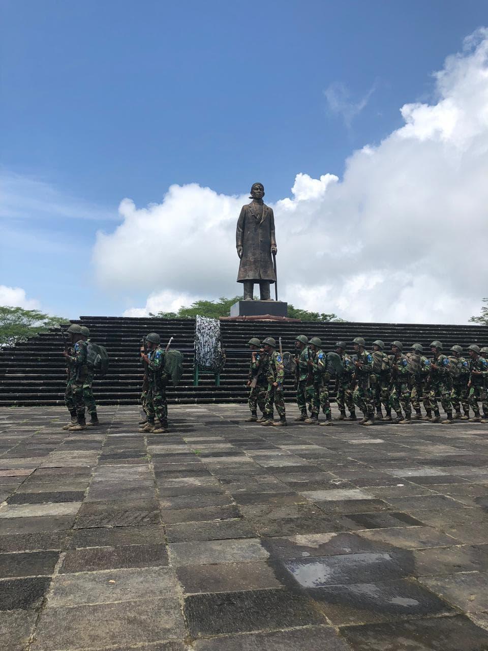 Prasis Semaba PK Pria TNI AU Angkatan Ke-43 Napak Tilas ke Monumen Jenderal Sudirman