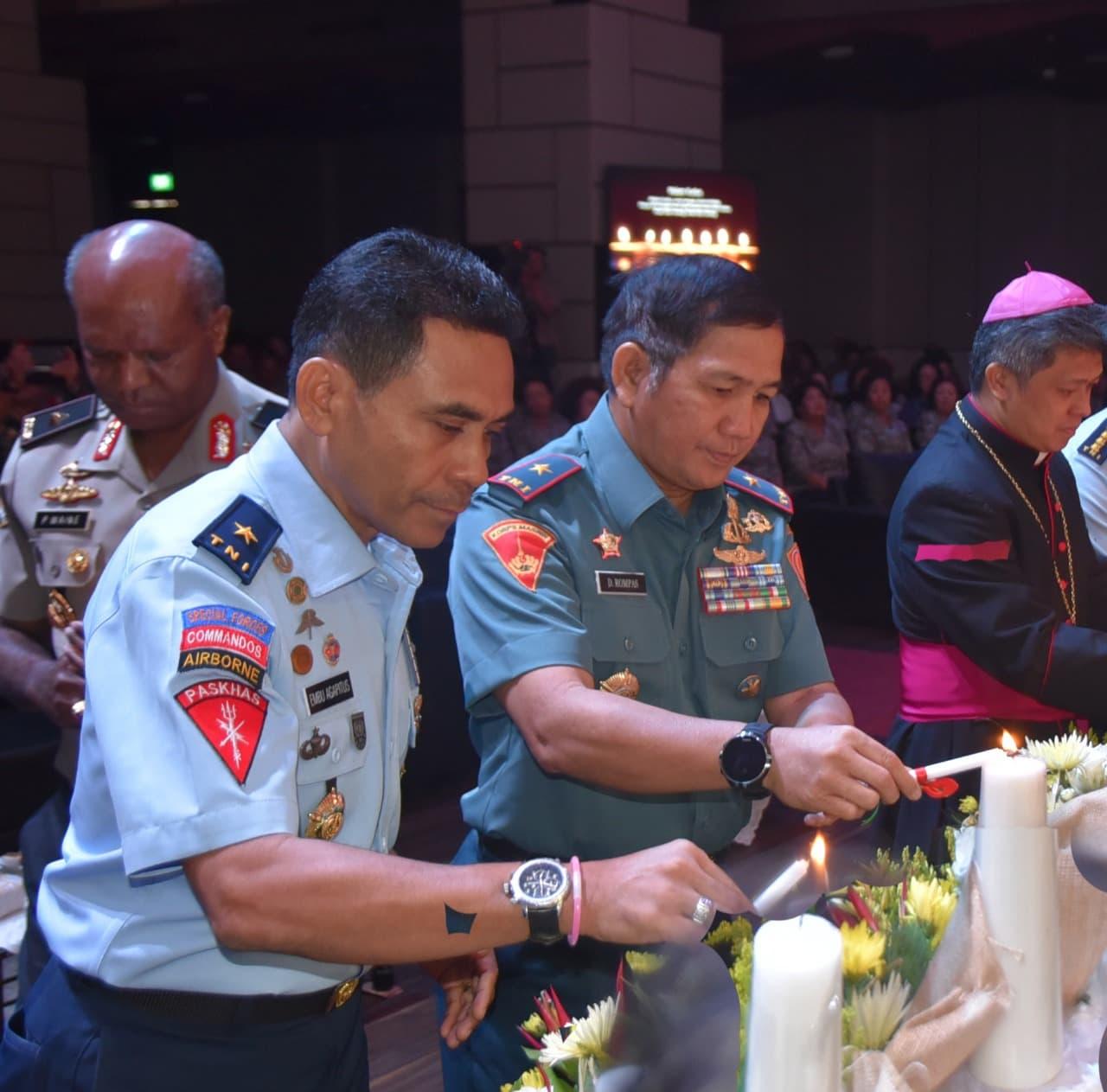 Anggota TNI dan Polri Se- Wilayah Bandung Rayakan Natal Bersama