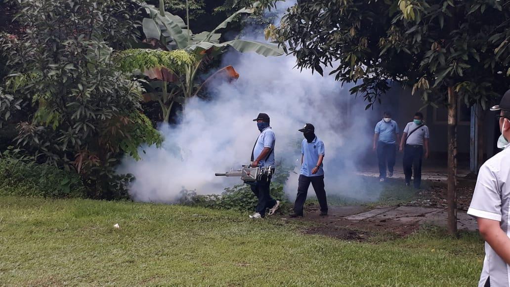 Cegah DBD, RSAU dr M Hassan Toto Lanud Atang Sendjaja Laksanakan Fogging