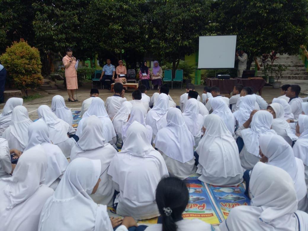 Danlanud SMH Berserta Ketua Yasarini Lanud SMH Sosialisasikan SMA Pradita Dirgantara