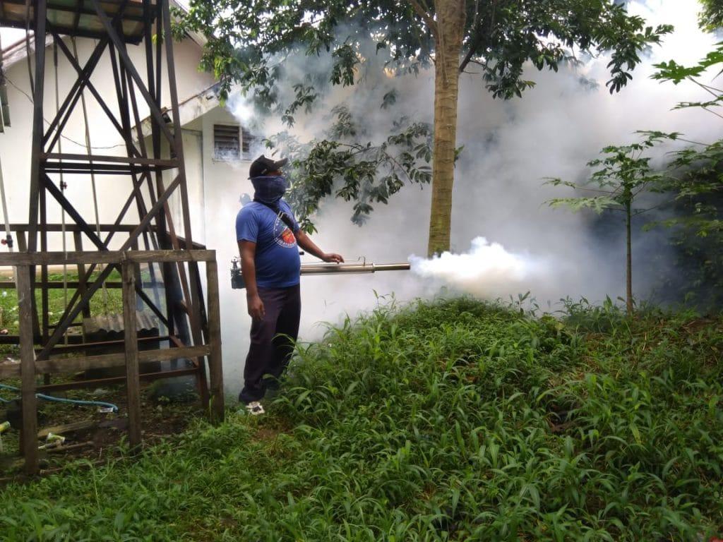 Menghindari Siswa dari Penyakit DBD, Sekolah-Sekolah Angkasa di Fogging