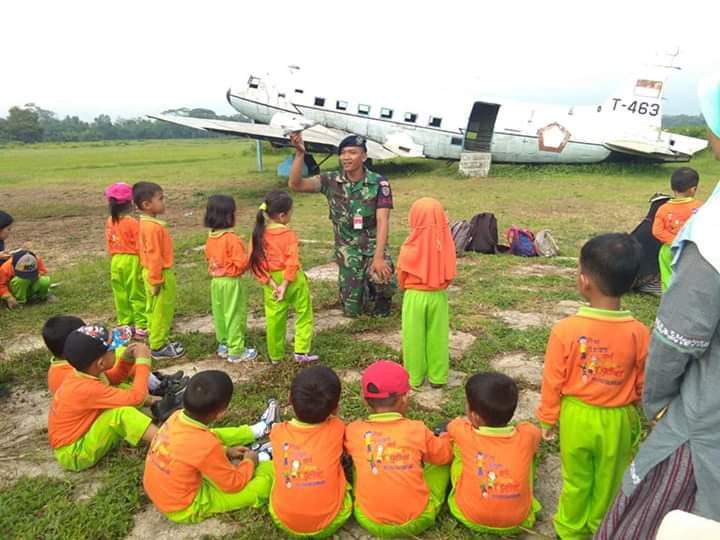 Puluhan Siswa TK Kunjungi Lanud J.B Soedirman
