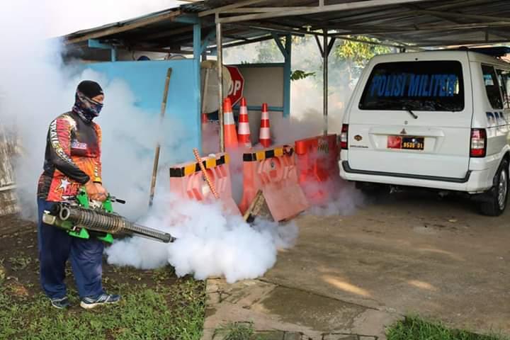 Cegah Demam Berdarah di Wilayah Lanud dan Pemukiman Warga Sekitar, Lanud J.B. Soedirman Laksanakan Fogging