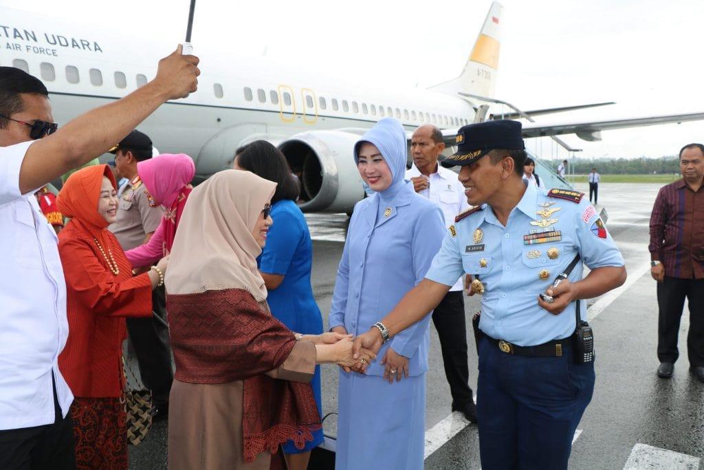 Danlanud Anang Busra Sambut Kedatangan Ibu Mufidah Jusuf Kalla
