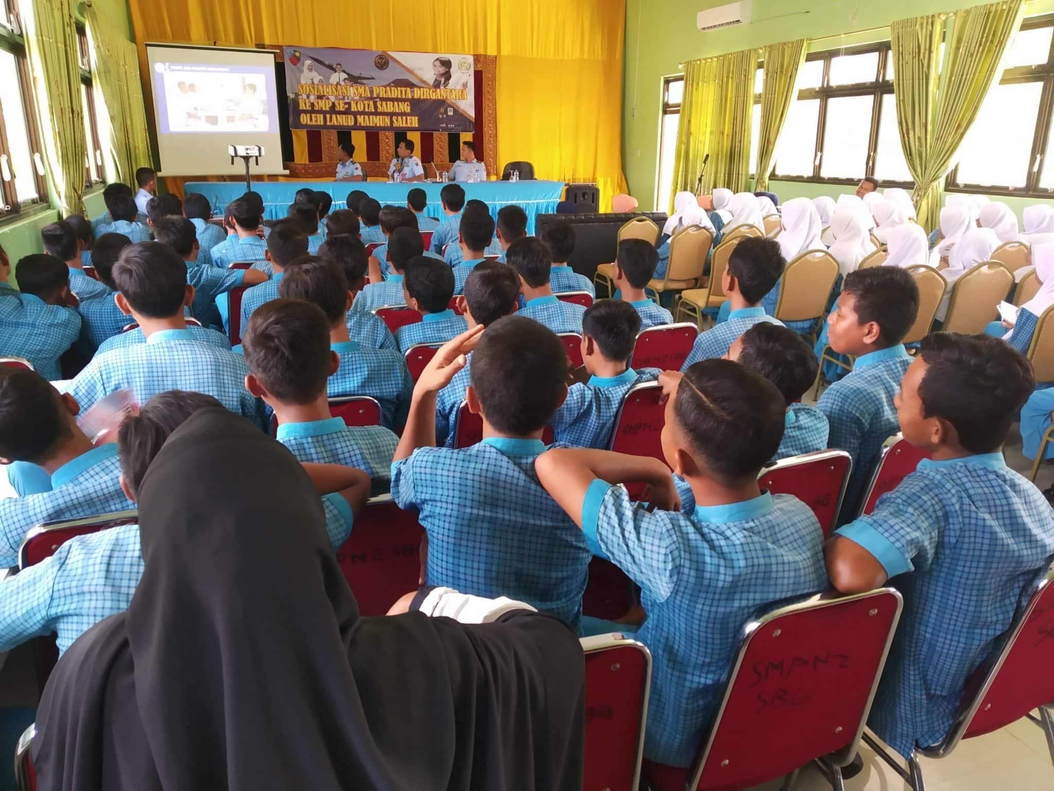 Gaet Pelajar Berprestasi, Lanud Maimun Saleh Sosialisasikan SMA Pradita Dirgantara