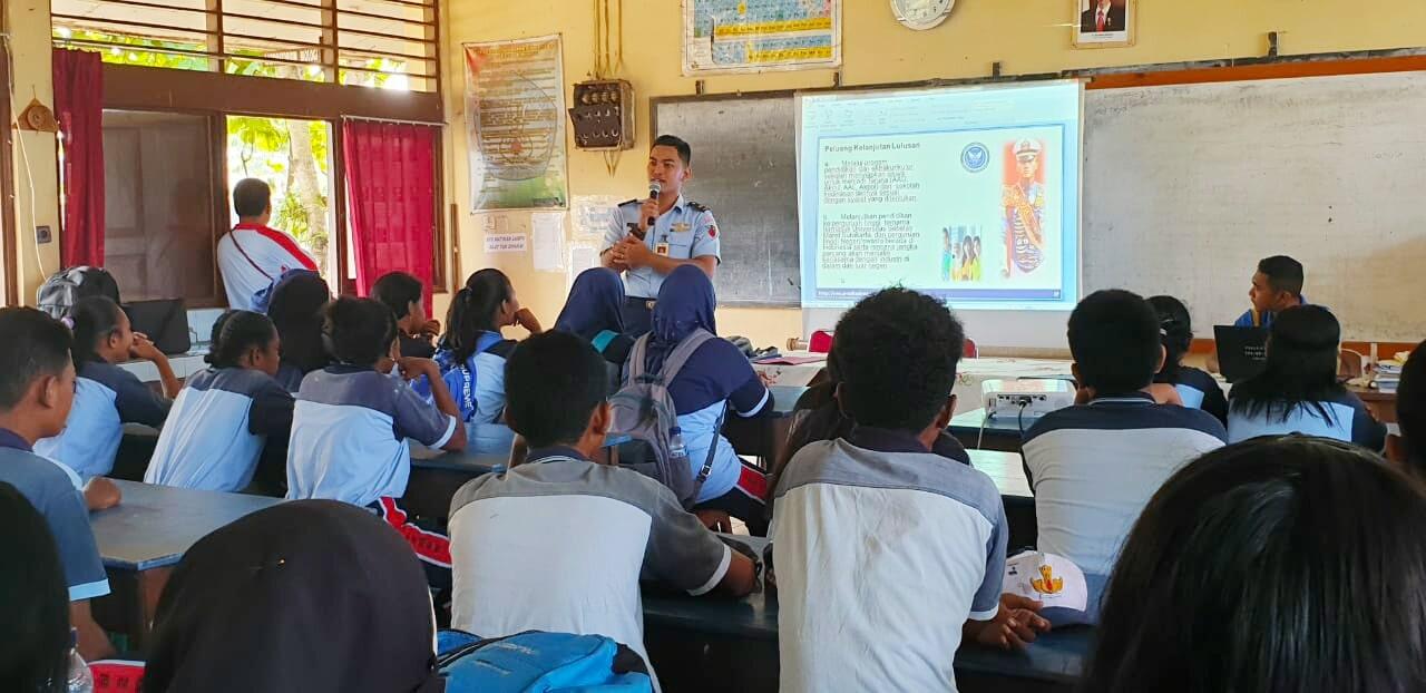 Lanud Mna Sosialisasikan SMA Pradita di SMPN 2 Biak