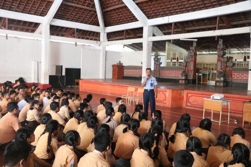 Lanud I Gusti Ngurah Rai Sosialisasikan SMA Pradita Dirgantara