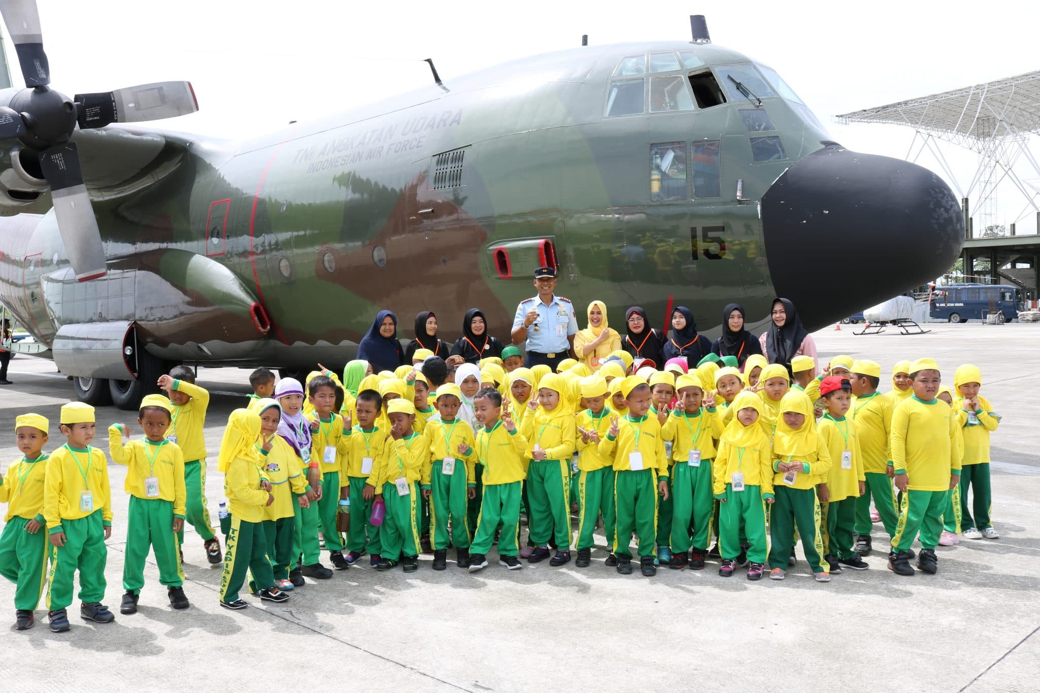 Kunjungan Siswa TK Yapis II Baiturrahman Ke Lanud Yohanis Kapiyau Timika