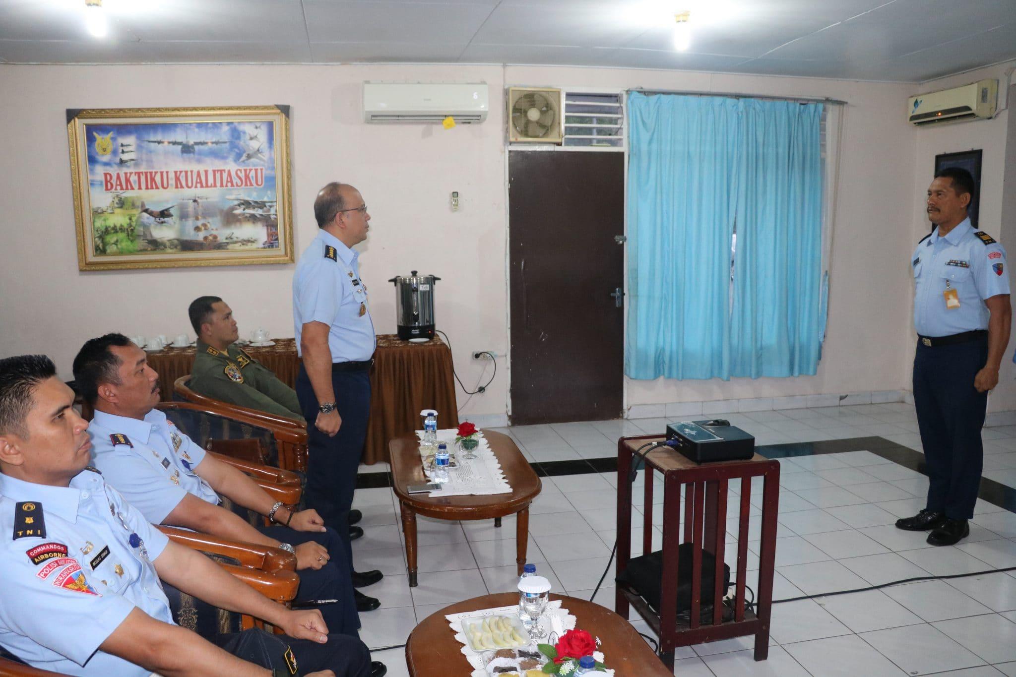 Briefing Penerbangan Pagi Latihan Operasi Lintas Jawali 19 di Lanud Soewondo