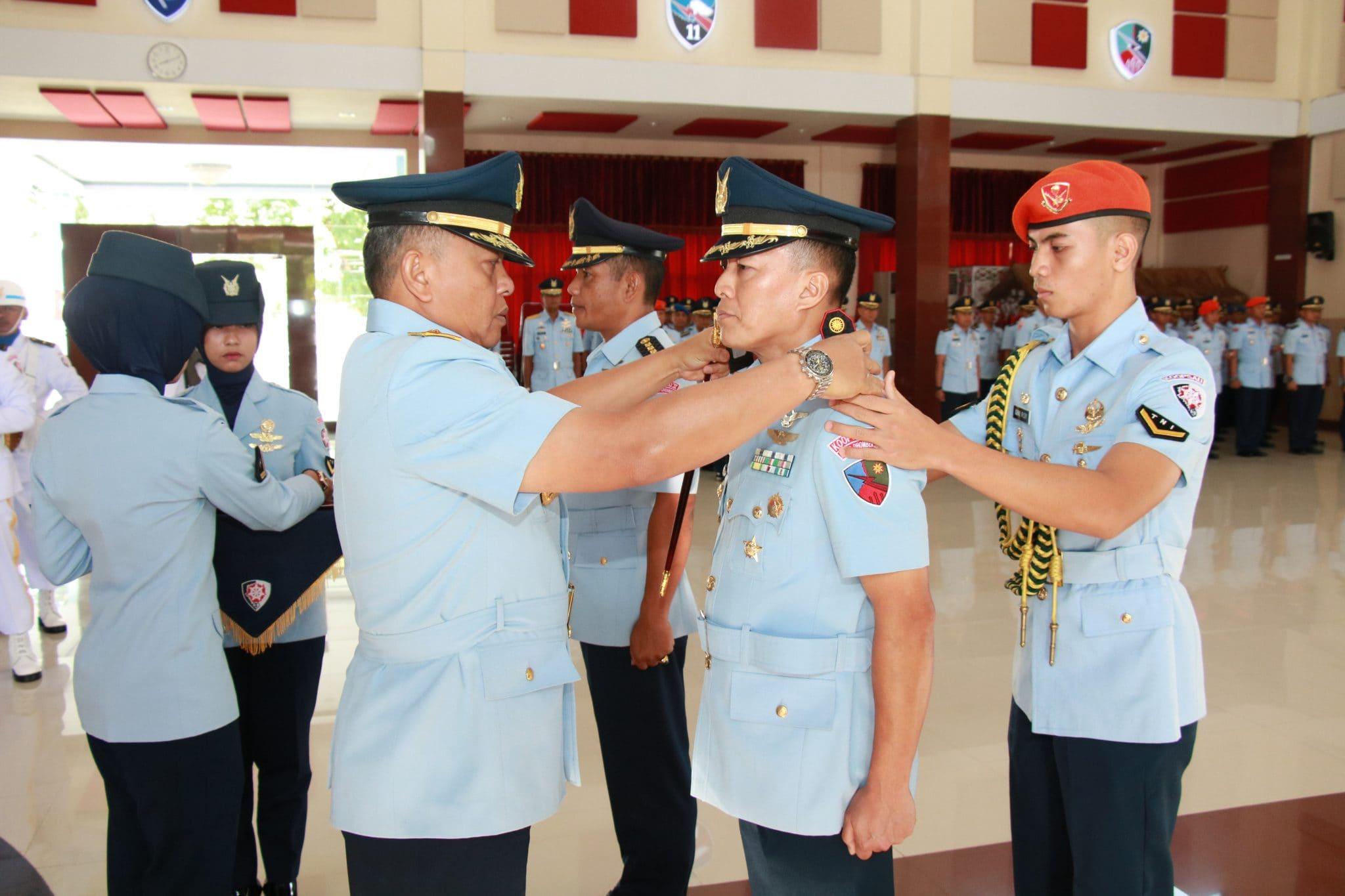 Pangkoopsau II Memimpin Sertijab Komandan Lanud Dhomber Balikpapan