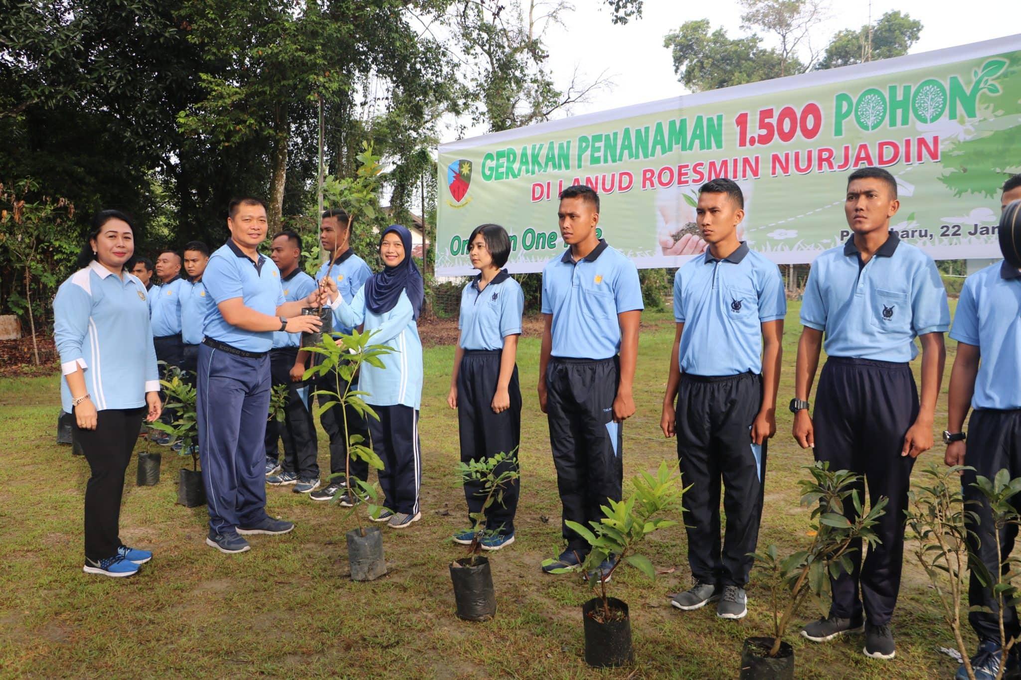 """Gerakan Menanam Pohon """"One Man One Tree"""" di Lanud Rsn"""