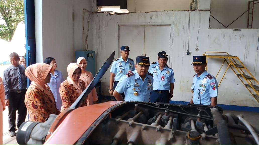 Pangkoopsau II Kagum dan Apresiasi SMK Penerbangan