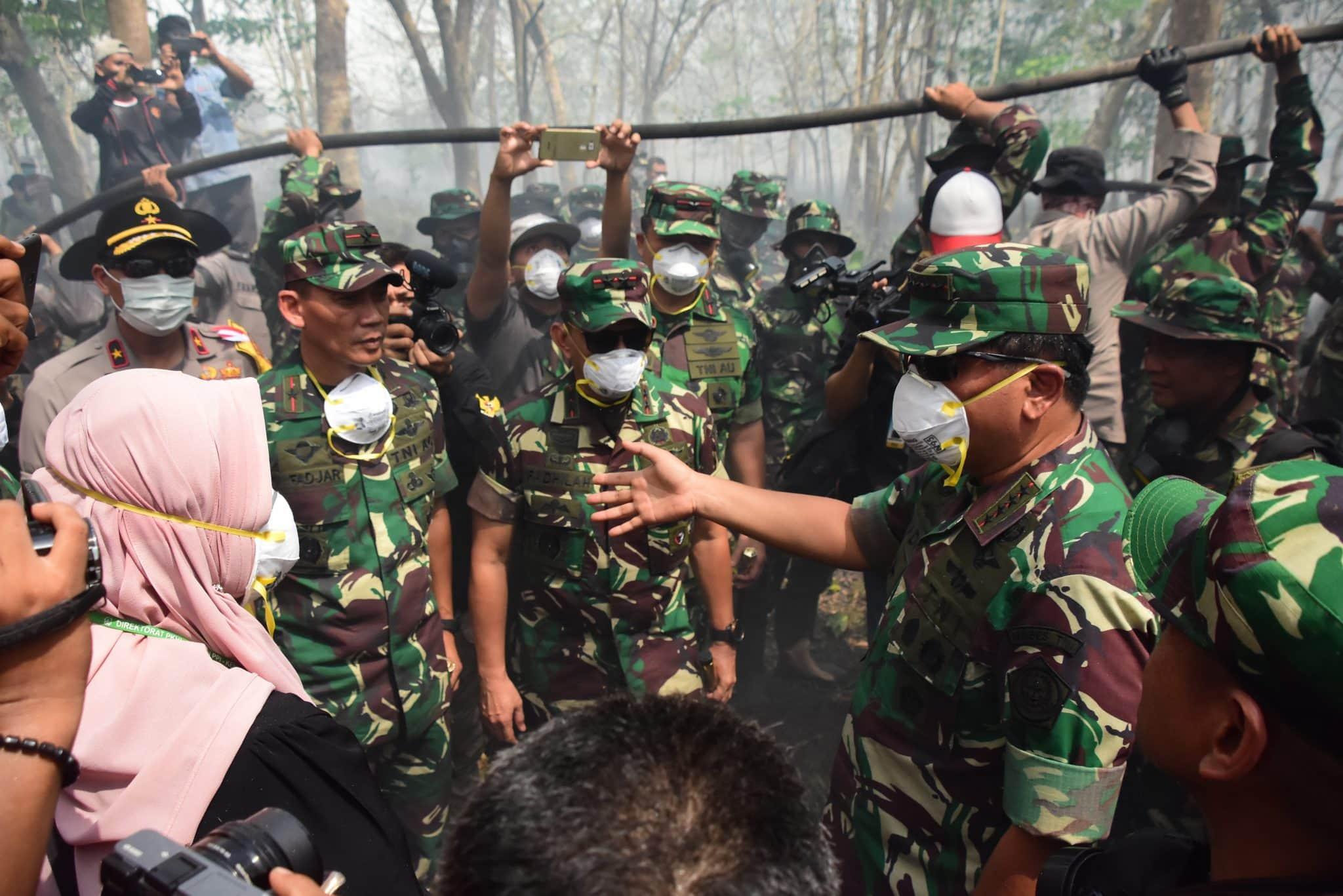 Danlanud Rsn Dampingi Panglima TNI Tinjau Lokasi Karhutla di Kab. Bengkalis
