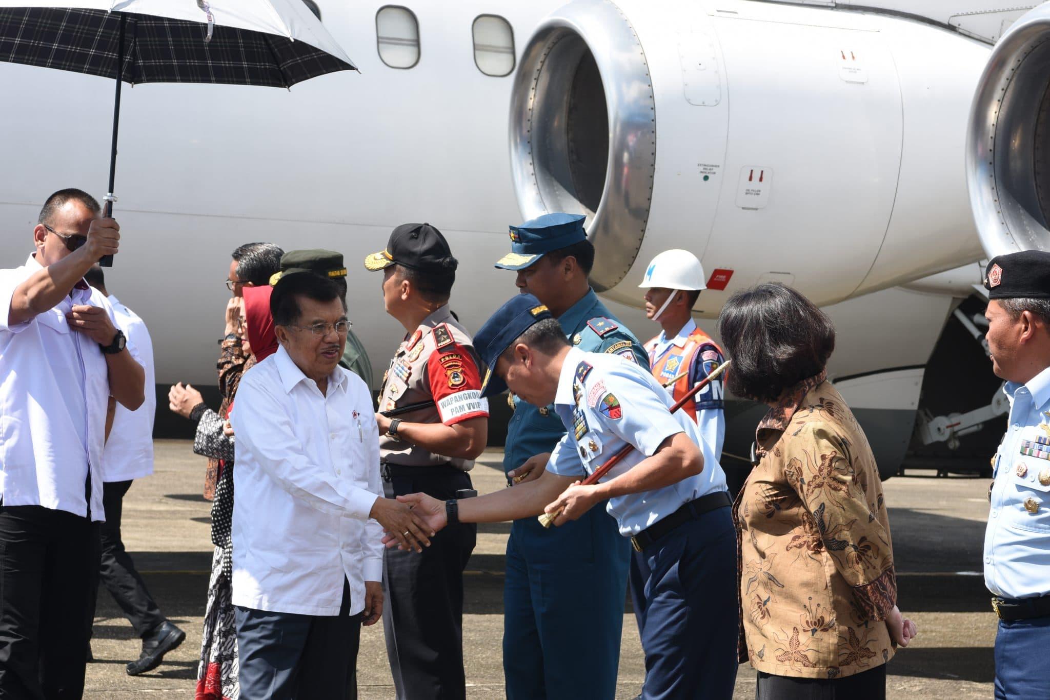 Komandan Lanud Sultan Hasanuddin Sambut Kedatangan Wakil Presiden RI Jusuf Kalla di Sulawesi Selatan