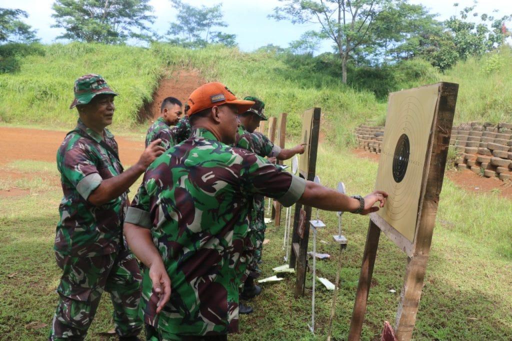 Latihan Menembak, Tingkatkan Profesionalitas Perwira