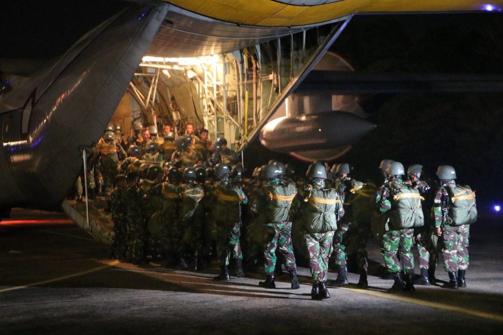 228 Personel Yonko 462 Paskhas Laksanakan Terjun Malam