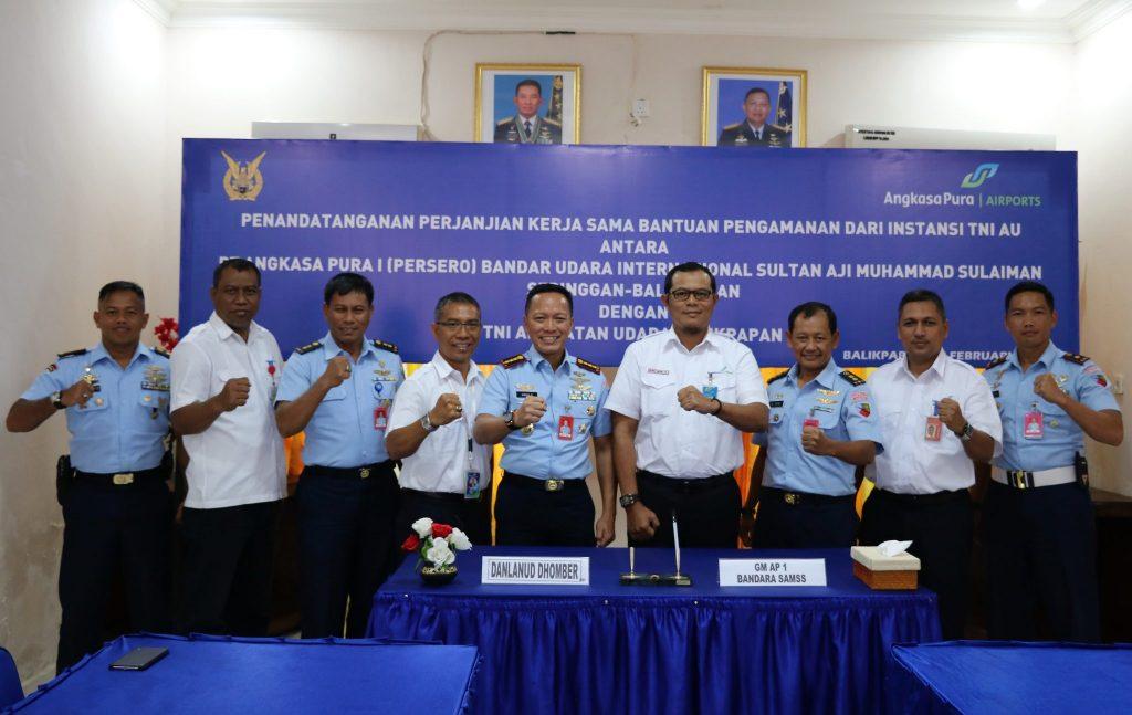 TNI AU Lanud Dhomber dan Angkasa Pura I MoU Bantuan Pengamanan Bandara Sultan Aji Muhammad Sulaiman