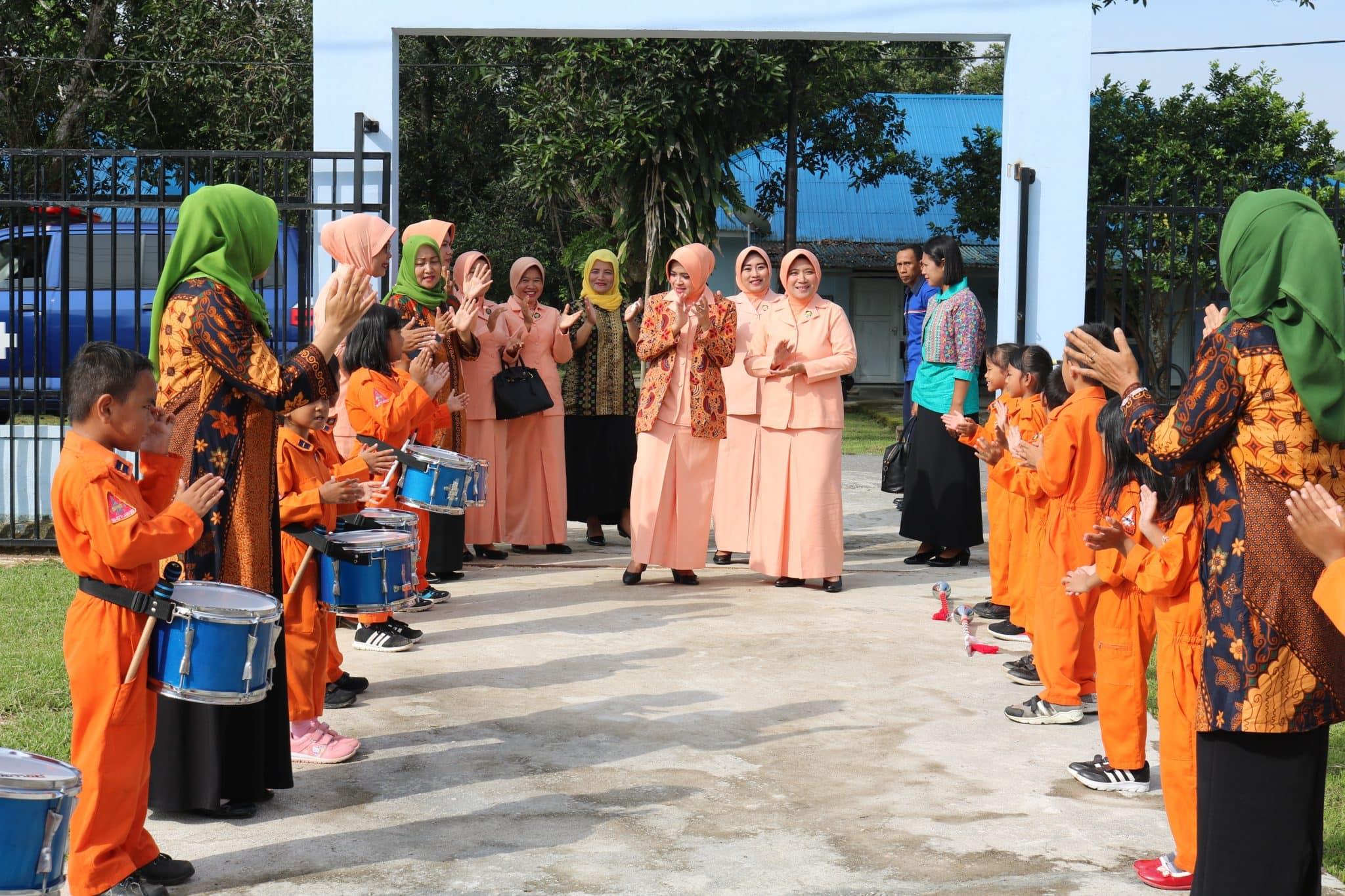 Ketua PIA A.G D II Koopsau II Kunjungi Sekolah Angkasa Lanud Haluoleo