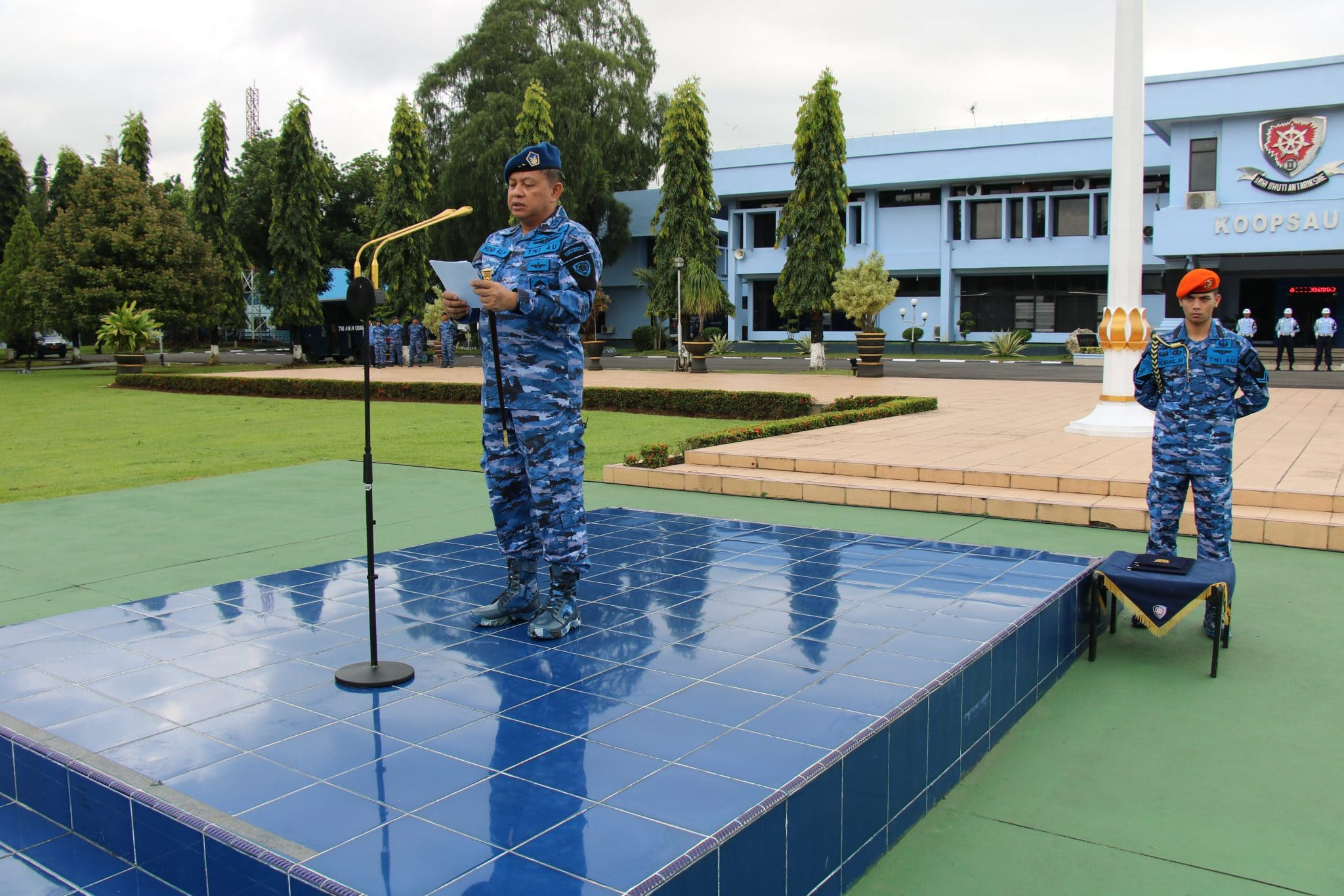 Pangkoopsau II Bertindak Sebagai Inspektur Upacara