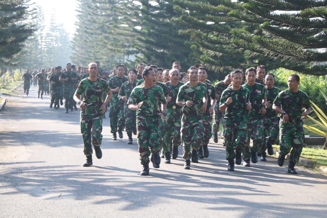 Minggu Militer, Anggota Lanud Abd. Saleh Laksanakan Lari.
