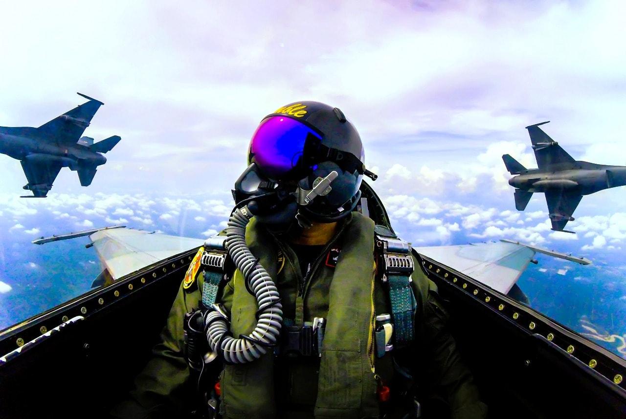 Pesawat F-16 Lanud Rsn Tembakkan Rudal Maverick