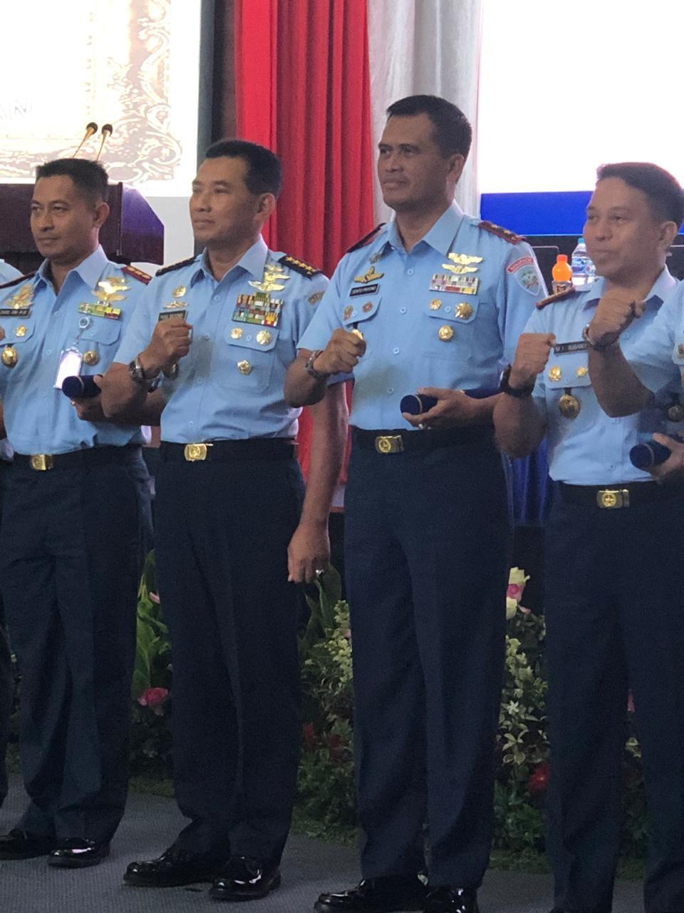 Berjasa Kepada TNI AU, Dankoharmatau Mendapat Dua Penghargaan