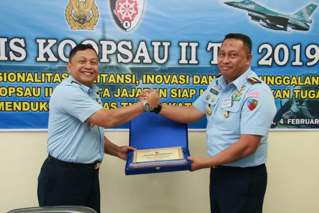 Lanud I Gusti Ngurah Rai Menerima Piagam Penghargaan dari Pangkoopsau II