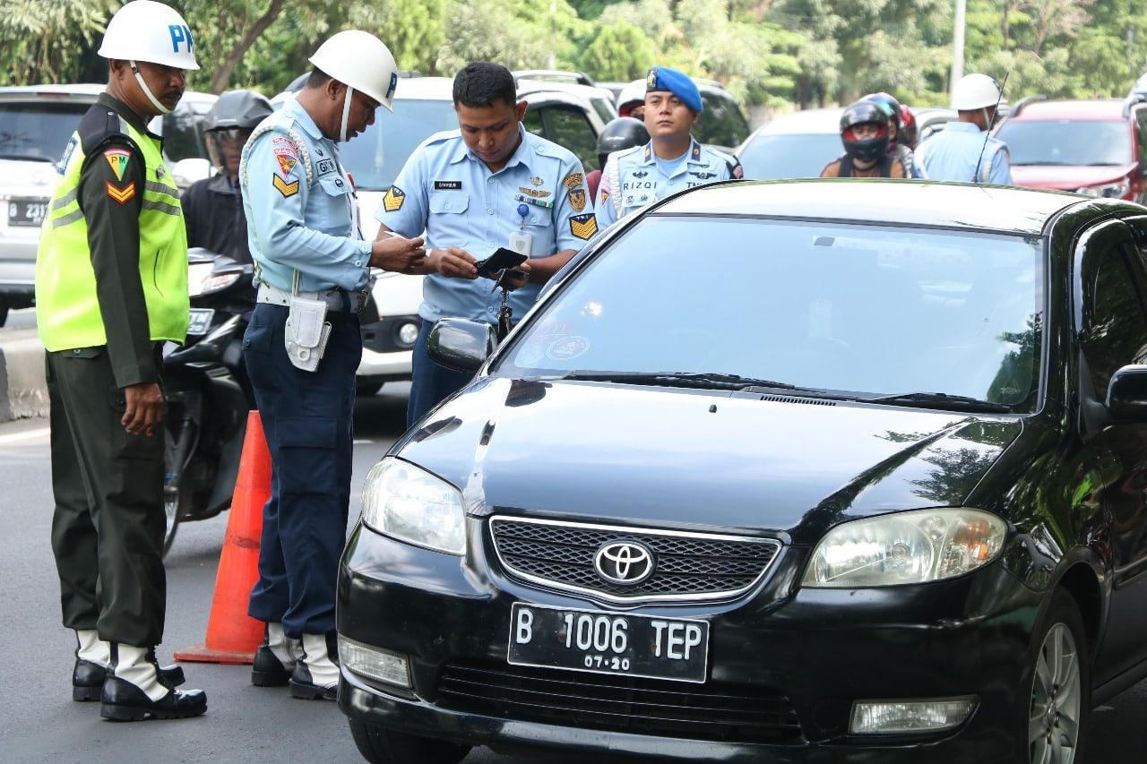 Satpomau Lanud Halim Perdanakusuma Gelar Operasi Gaktib Gabungan di Taman Mini