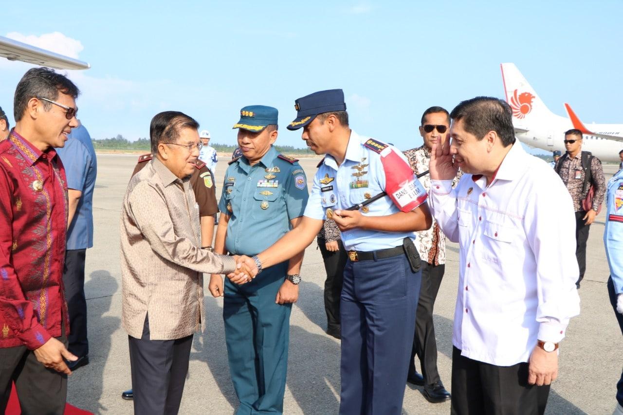 Komandan Lanud Sutan Sjahrir Sambut Kedatangan Wakil Presiden RI di BIM.